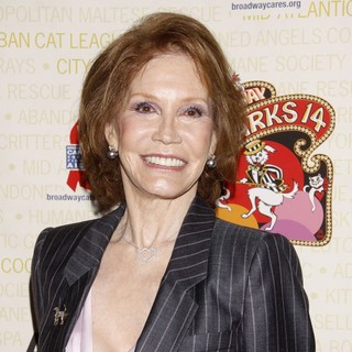 Mary Tyler Moore in Broadway Barks: The 14th Annual Dog and Cat Adopt-a-thon