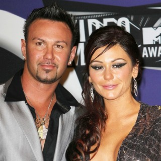 Roger Mathews, JWoww in 2011 MTV Video Music Awards - Press Room