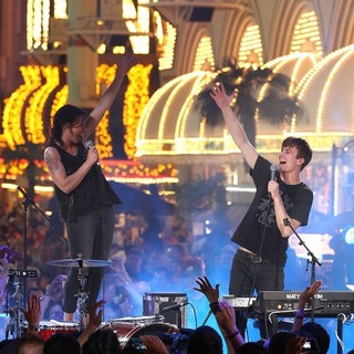 Matt and Kim in The Inaugural MTV O Music Awards - matt-and-kim-mtv-o-music-awards-08