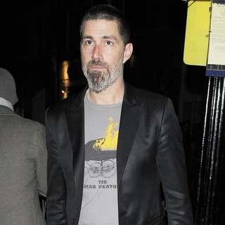 Matthew Fox Leaving The Vaudeville Theatre - matthew-fox-leaving-vaudeville-theatre-01