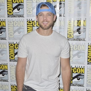 Max Thieriot in Comic-Con International 2016: San Diego - Bates Motel - Photocall