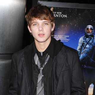 Max Thieriot in The Warner Bros. Premiere of The Astronaut Farmer - Arrivals - max-thieriot-premiere-the-astronaut-farmer-02