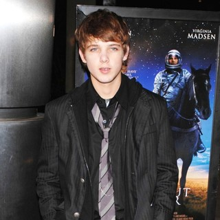 Max Thieriot in The Warner Bros. Premiere of The Astronaut Farmer - Arrivals - max-thieriot-premiere-the-astronaut-farmer-03