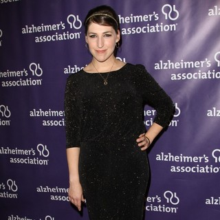 Mayim Bialik in The 20th Annual A Night at Sardi's Fundraiser and Awards Dinner - Arrivals
