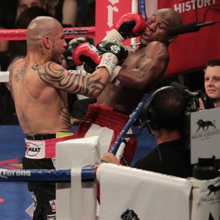 The Fight Floyd Mayweather, Jr. Defeated Miguel Cotto by Way of A Twelve Round Unanimous Decision - mayweather-jr-cotto-fight-floyd-mayweather-jr-vs-miguel-cotto-06
