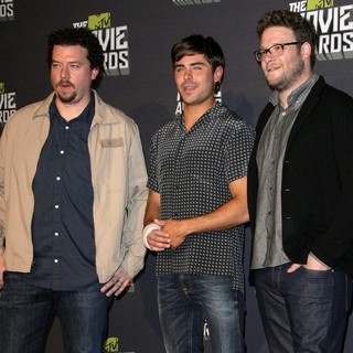 Danny McBride, Zac Efron, Seth Rogen in 2013 MTV Movie Awards - Press Room
