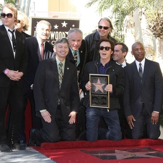 Neil Young in Paul McCartney Honored with A Star on The Hollywood Walk of Fame - mccartney-young-paul-mccartney-walkof-fame-05