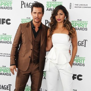 Matthew McConaughey, Camila Alves in The 2014 Film Independent Spirit Awards - Arrivals