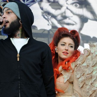 Travis McCoy, Neon Hitch in 102.7 KIIS FM's Wango Tango 2012 - Show