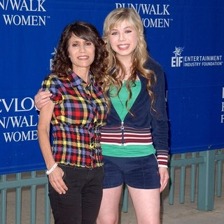 Debra McCurdy, Jennette McCurdy in 16th Annual EIF Revlon Run-Walk for Women