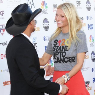 Tim McGraw, Gwyneth Paltrow in Stand Up To Cancer 2012 - Arrivals