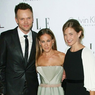 Joel McHale, Sarah Jessica Parker, Sarah Williams in ELLE's 19th Annual Women in Hollywood Celebration - Arrivals