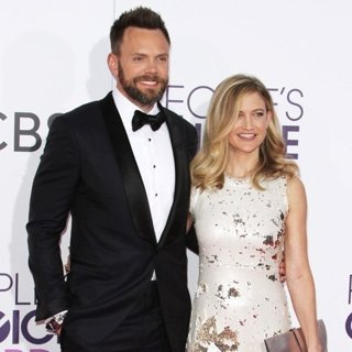 Joel McHale, Sarah Williams-People's Choice Awards 2017 - Arrivals