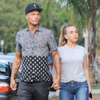 Jeremy Meeks - Jeremy Meeks and Chloe Green Buying 4 Cartloads of Goodies at Target for Hurricane Harvey Relief