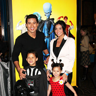Mario Lopez, Courtney Mazza in Los Angeles Premiere of 'Megamind'