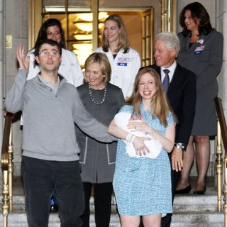 Marc Mezvinsky, Hillary Clinton, Chelsea Clinton, Bill Clinton in Chelsea Clinton Leaves Lenox Hill Hospital