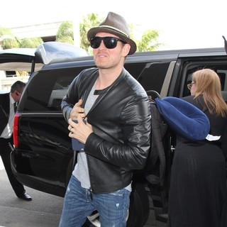 Michael Buble - Michael Buble Arrives at Los Angeles International Airport