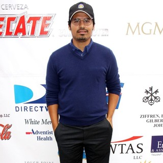 Michael Pena in 10th Annual Oscar De La Hoya Celebrity Golf Classic