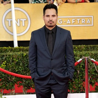 Michael Pena in The 20th Annual Screen Actors Guild Awards - Arrivals