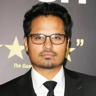 Los Angeles Premiere of End of Watch - michael-pena-premiere-end-of-watch-01