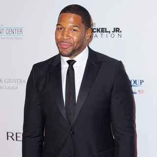 Michael Strahan in Elton John AIDS Foundation's 12th Annual An Enduring Vision Benefit