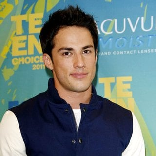 Michael Trevino in 2011 Teen Choice Awards