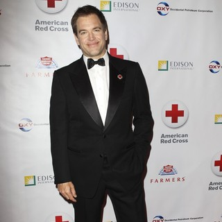 Michael Weatherly in Members of The Armed Forces and The Cast of NCIS Honoured at The Annual Red Cross Red Tie Affair
