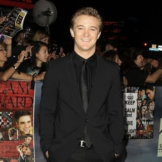 Michael Welch in The Premiere of The Twilight Saga's Breaking Dawn Part II - michael-welch-premiere-breaking-dawn-2-02