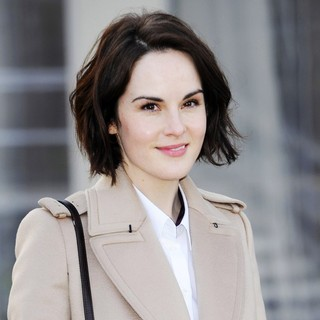 Michelle Dockery in London Fashion Week - Autumn-Winter 2013 - Burberry Prorsum - Arrivals - michelle-dockery-london-fashion-week-autumn-winter-2013-01