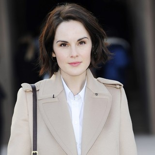 Michelle Dockery in London Fashion Week - Autumn-Winter 2013 - Burberry Prorsum - Arrivals - michelle-dockery-london-fashion-week-autumn-winter-2013-02