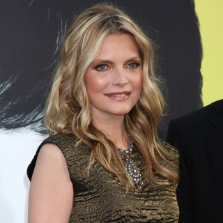 Michelle Pfeiffer in Dark Shadows Premiere - michelle-pfeiffer-premiere-dark-shadows-07