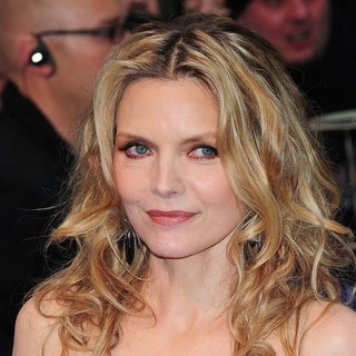 Michelle Pfeiffer in UK Premiere of Dark Shadows - Arrivals - michelle-pfeiffer-uk-premiere-dark-shadows-01