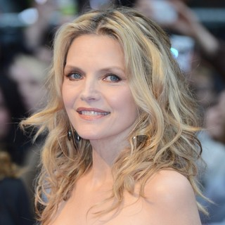 Michelle Pfeiffer in UK Premiere of Dark Shadows - Arrivals - michelle-pfeiffer-uk-premiere-dark-shadows-03