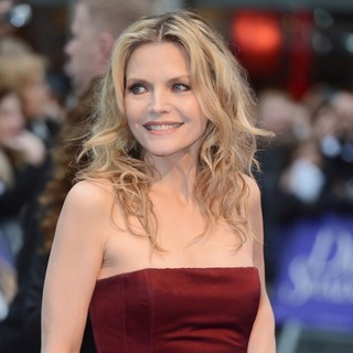 Michelle Pfeiffer in UK Premiere of Dark Shadows - Arrivals - michelle-pfeiffer-uk-premiere-dark-shadows-04