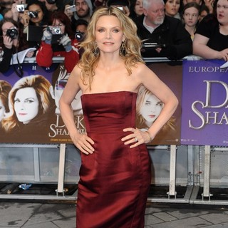 Michelle Pfeiffer in UK Premiere of Dark Shadows - Arrivals - michelle-pfeiffer-uk-premiere-dark-shadows-08