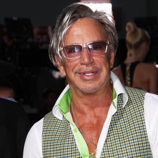 Mickey Rourke in Los Angeles Premiere of Sin City: A Dame to Kill For - mickey-rourke-premiere-sin-city-a-dame-to-kill-for-01