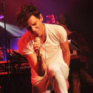 Mika in Mika Performs Live