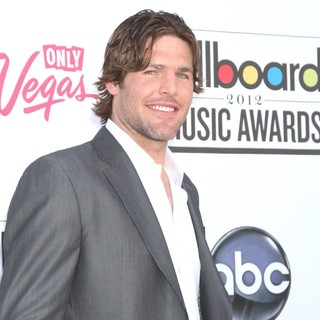 Mike Fisher in 2012 Billboard Music Awards - Arrivals