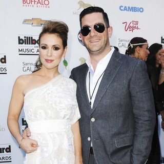 Alyssa Milano in 2013 Billboard Music Awards - Arrivals - milano-bugliari-2013-billboard-music-awards-02