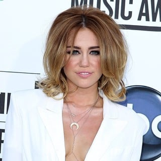 Miley Cyrus in 2012 Billboard Music Awards - Arrivals
