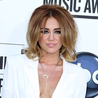 Miley Cyrus in 2012 Billboard Music Awards - Arrivals - miley-cyrus-2012-billboard-music-awards-01