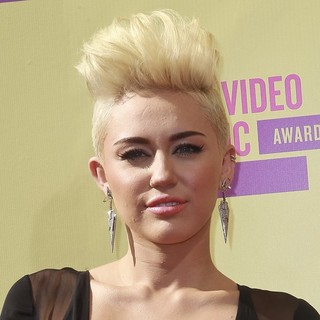 Miley Cyrus in 2012 MTV Video Music Awards - Arrivals