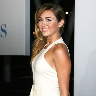 Miley Cyrus in 2012 People's Choice Awards - Arrivals