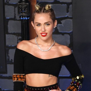 Miley Cyrus in 2013 MTV Video Music Awards - Arrivals