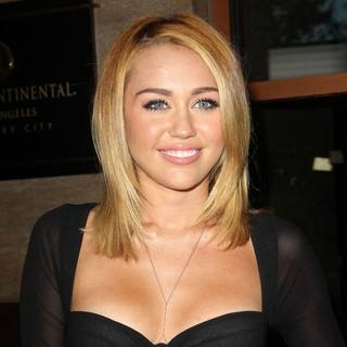 Miley Cyrus - Australians in Film Awards and Benefit Dinner 2012 - Arrivals