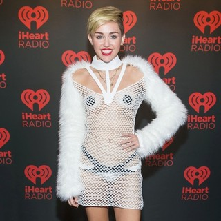 Miley Cyrus - iHeartRadio Music Festival - Backstage