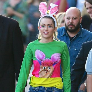 Miley Cyrus - Miley Cyrus Seen Leaving ABC Studios