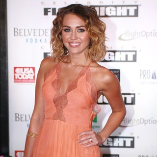 Miley Cyrus in Muhammad Ali's Celebrity Fight Night XIII - miley-cyrus-muhammad-ali-s-celebrity-fight-night-xiii-02