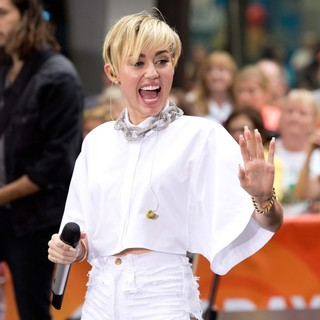 Miley Cyrus - Miley Cyrus Performs on The Today Show as Part of Their NBC Toyota Concert Series