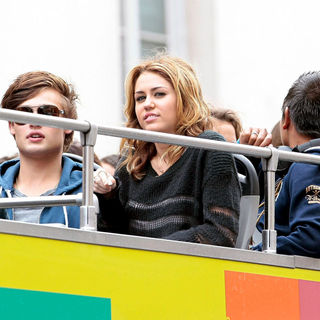 Douglas Booth, Miley Cyrus in Filming on Location for US Remake of French Drama 'LOL'